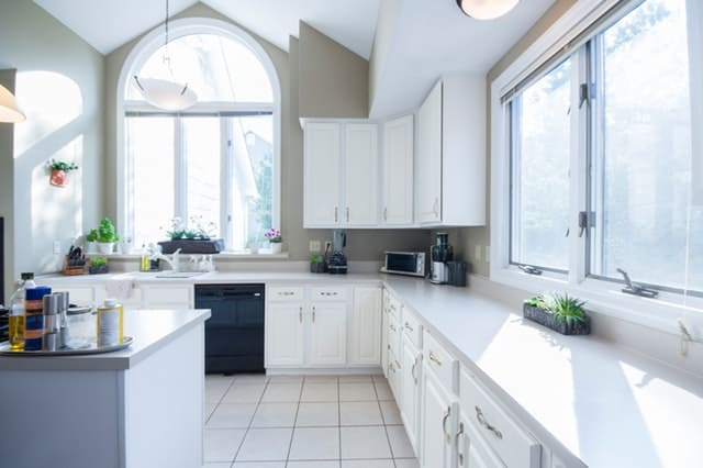 Declutter your life: white kitchen with clear counters