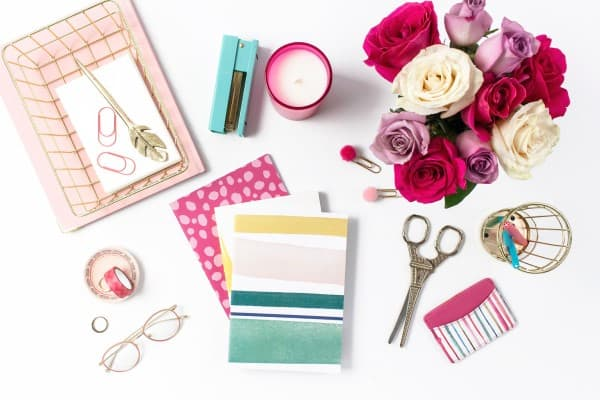 Planners, flowers and office supplices. | Best planner for moms